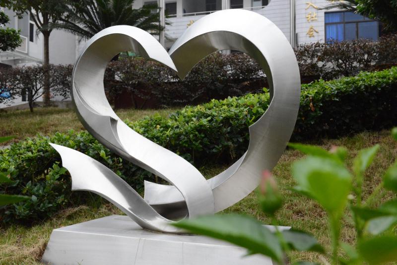 铜梁区特殊教育学校 校园雕塑——关爱  重庆动态